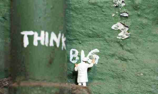 """think big"" written in white paint"
